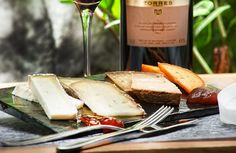 Spanish cheese and wine, perfect combination!