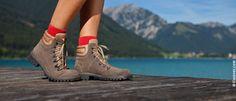 sollte jeder mal ausprobieren: nach dem Wandern ins kühle Nass springen. Man fühlt sich wie neu geboren.... Hiking Boots, Shoes, Fashion, Summer Vacations, Water Sports, Hiking, Moda, Zapatos, Shoes Outlet