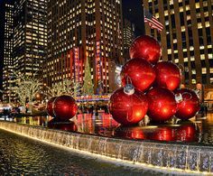 NYC in Christmas time...You should go see New York at Christmas. I've seen this in person years ago...it was soooo cold, but it felt more like Christmas than ever and I skated at Rockefeller Center too. Wow! I wish for you a NYC visit for this Christmas.