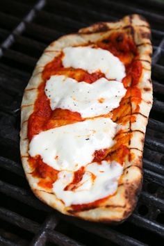 This easy Grilled Pizza is made from scratch with my easy yeast-free Greek yogurt dough, topped with sauce, mozzarella cheese and your choice of toppings. A great summer outdoor meal that whole family can enjoy! Ww Recipes, Pizza Recipes, Veggie Recipes, Cooking Recipes, Healthy Recipes, Skinnytaste Recipes, Veggie Food, Healthy Foods, Gorgonzola Pizza
