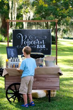 Neighborhood Fall Family Picnic- some great kid friendly picnic activities!