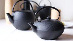 実はとても歴史が長い南部鉄器。はじまりはなんと17世紀中頃だそう。江戸時代からこんなに立派な物があったなんて驚きですね。