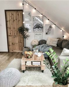Room decor - 71 pallet coffee table & other projects 2019 00086 Furniture Classic Cozy Room, Aesthetic Rooms, Aesthetic Outfit, Dream Rooms, My New Room, House Rooms, Room Inspiration, Interior Inspiration, House Design