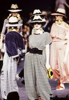 How Sonia Rykiel Shaped Women's Fashion 80s Fashion, Fashion Art, Editorial Fashion, Runway Fashion, Womens Fashion, Fashion Design, Fashion Vintage, Dress Fashion, Street Fashion