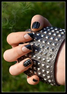 I love these rocker nails Punk Nails, Glam Nails, Beauty Nails, Rocker Nails, Concert Nails, Hair And Nails, My Nails, Nailart, Gothic Nails