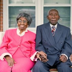 Herbert and Zelmyra Fisher of North Carolina have been married 85 years and hold the Guinness World Record for the longest marriage of a living couple. What do you think is the key to a successful, long-lasting marriage? Black Love, Black Is Beautiful, Beautiful People, Amazing People, Simply Beautiful, Black Men, Vieux Couples, Couple Noir, Longest Marriage
