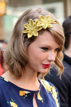 Taylor Swift rocks flowers in her hair, plus more of the best spring 'dos