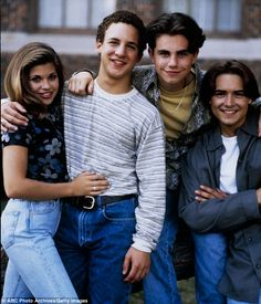 BOY MEETS WORLD ------> Summary: The people in the world of teenager Cory Matthews continue to test his theories about life and relationships.