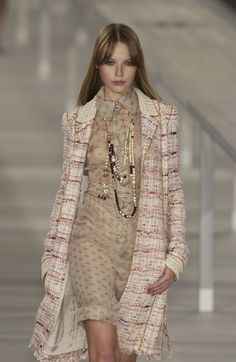 Chanel Spring 2004. I am SO in love. TDF. I would so love to wear this.