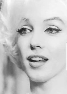 Marilyn shortly before her death. Her beauty had blossomed into a mature beautiful woman. Marilyn Monroe 1962, Classic Hollywood, Old Hollywood, Divas, Pin Up, Norma Jeane, Classic Beauty, Photos Du, Angelina Jolie