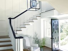 Learn how to select the best white and off-white paint colors and get design tips for the best white for your home's interior and exterior. Get ideas on how to use white paint for your walls, ceilings, trim, doors and more. Off White Paint Colors, Off White Paints, Painted Banister, Banisters, Best Wall Colors, Rustic Farm Table, Wall Trim, Benjamin Moore, Interior And Exterior