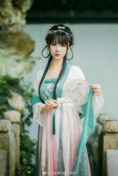 - Nữ nhân cổ trang cosplay by Phù Nguyệt Tuế Hoa - Kiều Mạt Yên Lộ.