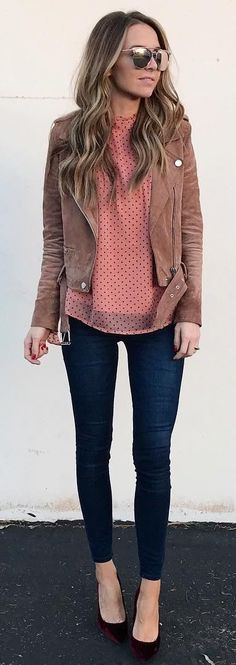 #winter #fashion / Brown Jacket / Pink Knit / Navy Skinny Jeans / Black Pumps