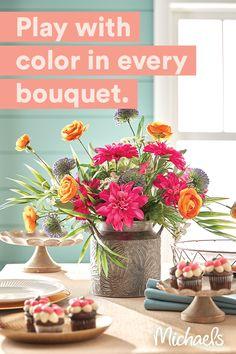 Types Of Flowers, Fresh Flowers, Wedding Bouquets, Wedding Flowers, Floral Design Classes, Large Flower Arrangements, No Rain, Floral Supplies, Container Flowers