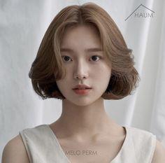 Korean Hairstyles Women, Tomboy Hairstyles, Cute Hairstyles For Short Hair, Hairstyles Haircuts, Short Hair Cuts, Short Hair Styles, Short Hair Korean Style, Korean Short Hairstyle, Hair Inspo