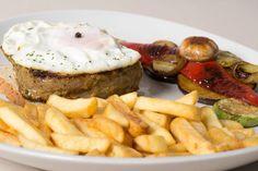 http://ultracaffe.rs #steak #meat #potato #vegetables #mushrooms #card #menu #fooddecoration #foodmeni #sauce #meal #delicious #tasty #foodporn #zrenjanin #ilovezr #restaurant #serbia #vojvodina