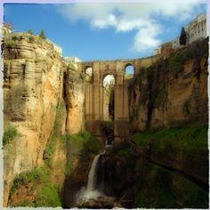 """puente nuevo"" von Bernd Hoyen #fotografie #photography #fotokunst #photoart #digitalart #kunst #art #stadt #städte #city #cities #brücke #brücken #bridge #bridges #braun #brown #urban #stadtlandschaft #stadtlandschaften #cityscape #cityscapes #spanien #spain #andalusien #andalusia #ronda"