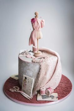 Adorable Fashionista Birthday Cake Ideas Amazing Adorable Fashionista Birthday Cake IdeasYou can find Fashion cakes and mo. Sewing Cake, Sewing Machine Cake, Girly Cakes, Fancy Cakes, Pink Cakes, Bolo Fashionista, Beautiful Cakes, Amazing Cakes, Couture Cakes