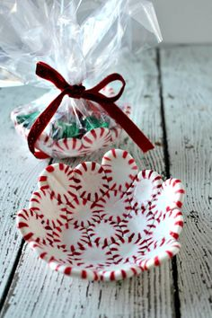 Easy Candy Cane Sleighs with Candy Bars! - Princess Pinky Girl