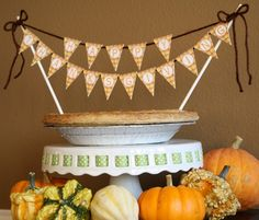 FREE {Happy Thanksgiving} Mini Bunting Banner for pumpkin pie.  LOVE this.