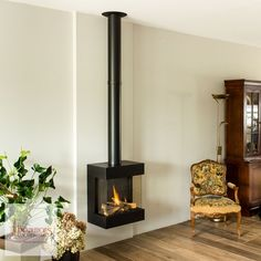 Contemporary Gas Fireplace, Minimalist Fireplace, Freestanding Fireplace, Small Fireplace, Home Fireplace, Living Room With Fireplace, Fireplace Design, Log Burning Stoves, House Extension Design
