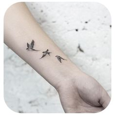 Small Tattoo Models Swallows flying in black and white on .- Small Tattoo Models Schwalben fliegen in schwarz und weiß am Handgelenk in den Himmel S … Small Tattoo Models Swallows Flying in Black and White on Wrist in the Sky S # Tattoos - Bird Tattoos For Women, Small Bird Tattoos, Bird Tattoo Wrist, Tiny Tattoos For Girls, Wrist Tattoos For Women, Little Tattoos, Tattoo Girls, Female Wrist Tattoos, Small Sparrow Tattoos