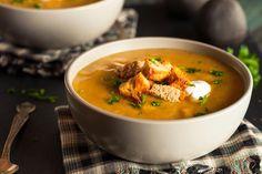Butternuss-Kürbis-Suppe mit krossen Brotstückchen