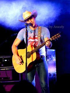 Dustin Lynch at the Umatilla County Fair.