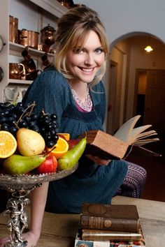 Sophie Dahl: She makes cooking fun! My Favorite Food, Favorite Recipes, Sophie Dahl, Nigella, Chef Recipes, Beautiful Kitchens, Her Style, Medium Hair Styles, Inspiring Pictures