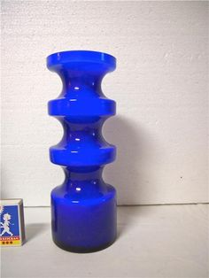 Vintage/retro Blå vas Sign. P O Ström 1967 på Tradera.com - Vaser | Denna vas har vacker djup blå färg - måtten är Höjd 23,5 cm och bottendiameter 8,5 cm- Signerad av P O Ström 1967
