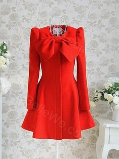 Manteau gothique en drap de laine rouge manches longues col dégagé noeud - Bellewe.com