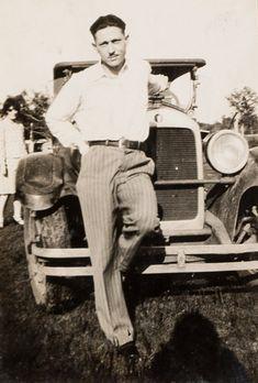 Bonnie Et Clyde, Bonnie And Clyde Photos, Bonnie Parker, Old Photos, Vintage Photos, Mafia Gangster, Al Capone, Old West, Historical Photos