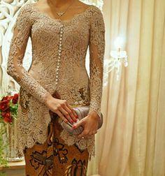 #nude #kebaya #swarovski Kebaya Lace, Kebaya Brokat, Kebaya Modern Dress, Kebaya Wedding, Kebaya Muslim, Thai Dress, Javanese, Dress Hairstyles, Traditional Clothes