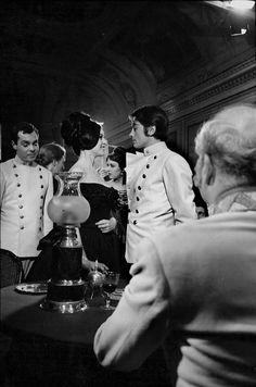 """Alain Delon et Brigitte Bardot dans le film """"Histoire extraordinaire"""" de Louis Malle - 1968 © Photo sous Copyright"""