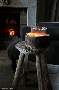 Styling & Living Oude, verweerde kruk, stool. www.stylingandlivingshop.nl