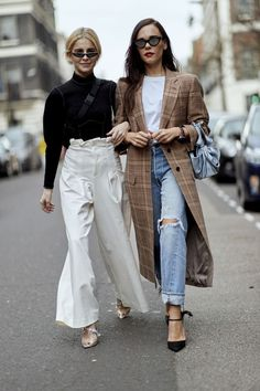 Herzogin Kate trägt unseren Lieblings-Wintermantel – und er ist von Zara London Fashion Week Fall-Winter 2018 Street Style: The coat with basics like white T-shirt & jeans styled! Street Style Trends, Street Style 2018, Looks Street Style, Autumn Street Style, Street Style Women, Street Styles, Men Street, Street Chic, London Fashion Weeks