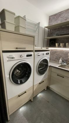 Astonishing Small Laundry Room Design Ideas For Organization To Try Pantry Laundry Room, Laundry Room Layouts, Laundry Room Organization, Laundry Room Design, Bad Room Design, Laundry In Kitchen, Storage Organization, Hidden Laundry, Modern Laundry Rooms