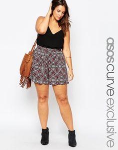 Pantalones cortos estilo culotte con estampado de mosaico hibernal de ASOS CURVE