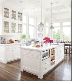 It's probably a better idea for me to stick with a neutral kitchen and bring color in with cheaper and easier to change accessories like in this kitchen from BHG. LOOOOVE!