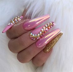 Light Pink chrome coffin nails Gold glitter and bling nail art designs by 🌸Ma. Light Pink chrome coffin nails Gold glitter and bling nail art designs by 🌸MargaritaP🌸 ( Pink Tip Nails, Pink Chrome Nails, Pink Bling Nails, Matte Pink, Gold Chrome, Matte Gold, Gold Manicure, Gold Nails, Gold Glitter