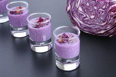 Une recette pour les amateurs de chou rouge avec cette crème de chou rouge. Ingrédients : (pour 8 petites verrines) : 200 g de chou rouge, 2 pommes, 4 cuil. à soupe de crème...