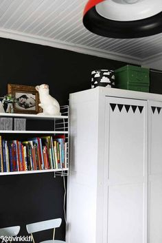 the little painted triangles on the wardrobe Charcoal Walls, Black Walls, Tongue And Groove Ceiling, Kids Decor, Home Decor, White Furniture, Home Hacks, Kid Spaces, Locker Storage