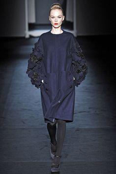 Moschino Fall 2009 Ready-to-Wear Fashion Show - Siri Tollerød