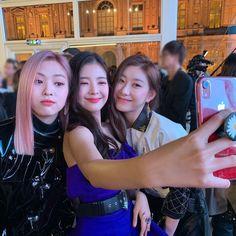 Image may contain: one or more people Kpop Girl Groups, Korean Girl Groups, Kpop Girls, Programa Musical, Sana Momo, Gal Pal, These Girls, New Girl, South Korean Girls