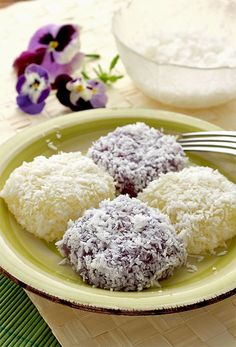 Get this Pichi Pichi recipe. A Filipino delicacy made from cassava. | www.foxyfolksy.com