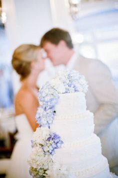 I want a picture of the cake with us in the background like this!