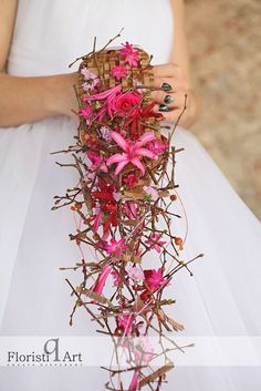 Beautiful textures make up this gorgeous bouquet by Lucinda van der Ploeg FloristiQ Art Event- #BloomYourBusiness http://floristiqart.com/en/?portfolio=march-2015-bloom-your-business