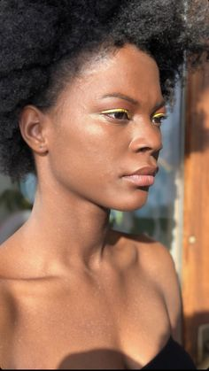🖐🏾 tips for an amazing dark skin makeup Use yellow base foundation Dark blush and bronzer Run for bright colors Define eyebrows And NEVER use white based powder Who can relate ? Dark Skin Makeup, Black Is Beautiful, Bronzer, Bright Colors, Eyebrows, Foundation, Powder, Blush, Make Up