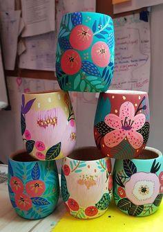ceramic painting 45 Super Ideas For Painting Ideas Pottery Inspiration Painted Plant Pots, Painted Flower Pots, Ceramic Painting, Ceramic Art, Diy Painting, Cerámica Ideas, Diy And Crafts, Arts And Crafts, Keramik Design