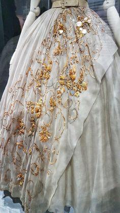Princess Margaret birthday dress details Dior: Designer of Dreams Part I - Style File Friday Vintage Dior, Mode Vintage, Vintage Fashion, Christian Dior, Dior Designer, Royal Dresses, Club Dresses, Couture Details, Celebrity Weddings